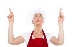 统一的向上指向女性的主厨 免版税库存图片