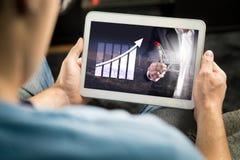 统计、逻辑分析方法和财政报告关于片剂屏幕 库存图片