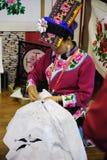 绣照片的中国qiang妇女 库存照片