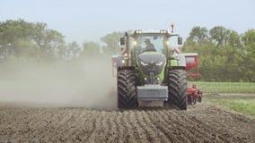 继续前进农业领域的农用拖拉机 农业设备 股票视频