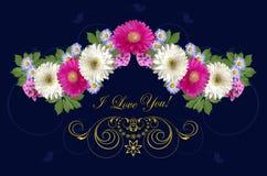 绯红色和白色大丁草、紫色翠菊和金装饰品与招呼我爱你在深蓝背景 免版税图库摄影