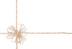 绳索弓。 包裹为存在的黄麻。 关闭。 库存照片
