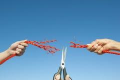 绳索被撕开的天空背景 免版税图库摄影