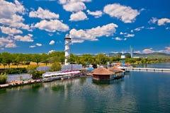 维也纳多瑙河海岸线视图Donauinsel  免版税库存照片