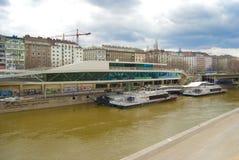 维也纳的多瑙河通道端口 免版税库存图片