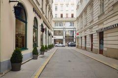 维也纳,奥地利- 2018年4月15日:商店窗口美好的设计  库存图片