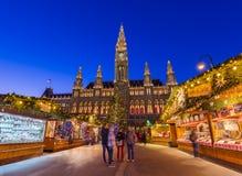 维也纳,奥地利- 2016年12月29日:在城市附近的圣诞节市场 免版税库存照片