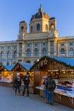 维也纳,奥地利- 2016年12月29日:在Museu附近的圣诞节市场 免版税库存图片