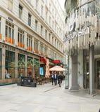 维也纳,奥地利- 2018年4月15日:施华洛世奇金银手饰店的门面 库存图片