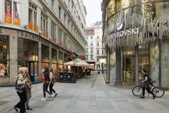 维也纳,奥地利- 2018年4月15日:施华洛世奇金银手饰店的门面 免版税库存照片