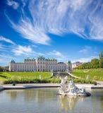 维也纳,奥地利- 2014年7月30日:眺望楼宫殿喷泉在早晨 库存图片