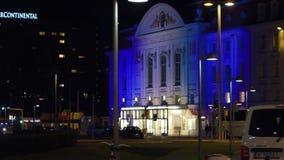 维也纳,奥地利- 2017年8月11日 熏肉香肠Konzerthaus或音乐厅在晚上 库存照片