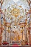 维也纳-从菲舍尔设计的圣查尔斯Borromeo教会的巴洛克式的主要法坛冯Erlach 免版税库存图片