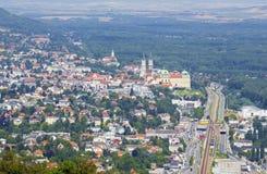 维也纳-有修道院的克洛斯特新堡在夏天国家 免版税图库摄影