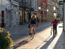 维堡,丹麦- 2016年8月17日:在街道上的未认出的人 库存图片