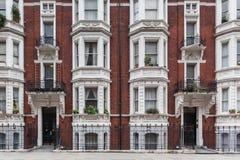 维多利亚女王时代的大厦在伦敦 免版税库存图片