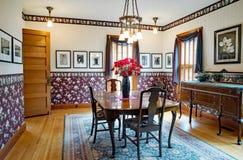 维多利亚女王时代的餐厅内部 免版税库存照片