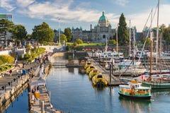 维多利亚港口和不列颠哥伦比亚省议会大厦 库存图片