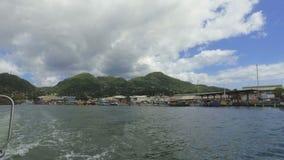 维多利亚港口和山看法从小船,马埃岛,塞舌尔1 影视素材