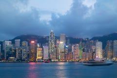 维多利亚港口夜视图在香港 聚会所 库存图片