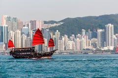 维多利亚港视图和中国破烂物 库存照片