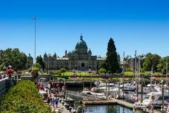 维多利亚, BC/加拿大7月26日 2006年:观点的维多利亚内在港口和议会 库存图片