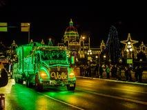 维多利亚BC,加拿大- 2017年12月12日:卡车轻的游行 免版税库存照片