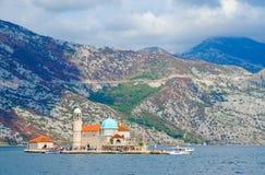 维尔京海岛在礁石Gospa od Skrpela海岛,黑山上的 库存图片