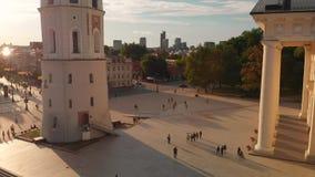 维尔纽斯大教堂广场鸟瞰图在夏日 股票视频