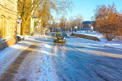 维尔纽斯,立陶宛- 2017年1月07日:冰冷的路在冬天 库存照片