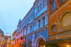 维尔纽斯,立陶宛- 2017年1月01日:在街道的老大厦在老镇,维尔纽斯,立陶宛 库存照片