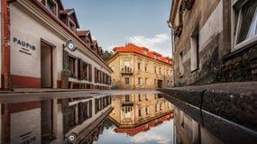 维尔纽斯,立陶宛- 2017年8月01日:维尔纽斯Uzupis共和国 一最普遍的观光的地方在立陶宛 老buildin 免版税图库摄影