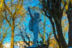 维尔纽斯,立陶宛- 2017年1月06日:背包徒步旅行者耶稣雕象  库存图片