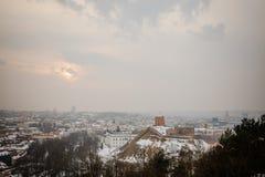 维尔纽斯/立陶宛- 2013年12月8日:冬天早晨雪Viln 免版税库存图片