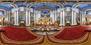 维帖布斯克,白俄罗斯- 2018年10月:在令人敬畏的东正教里面内部的充分的无缝的全景360角度程度视图与 库存图片
