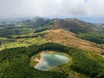 维拉弗朗卡小岛顶视图做园地由一个老水下的火山的火山口在圣米格尔火山海岛,亚速尔群岛, Por附近的形成 免版税库存照片