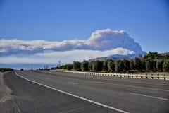 维特纳小河野火在南加州如被看见从高速公路126 免版税图库摄影