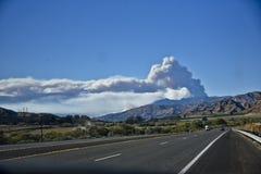 维特纳野火在从高速公路126的南加州 库存图片