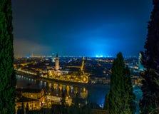 维罗纳地平线在意大利在晚上 库存图片