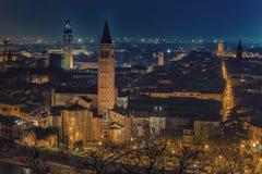 维罗纳地平线在意大利在晚上 免版税库存图片