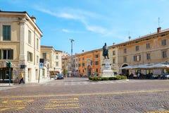 维罗纳,意大利- 2017年8月17日:卡米洛Benso计数维罗纳意大利雕象Cavour和Castelvecchio防御 图库摄影