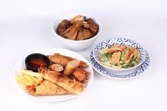 绿化被发酵的面粉咖喱、油煎的豆腐和被发酵的面粉  免版税库存图片
