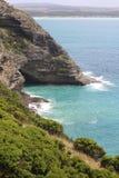 绿松石围拢的沿海峭壁浇灌在海角布里奇沃特,维多利亚,澳大利亚 免版税库存照片