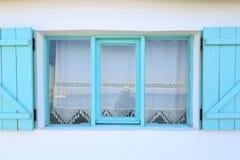 绿松石在Datca, T构筑了在白色墙壁上的窗口有帷幕的 免版税库存图片