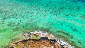 绿松石水表面在盐水湖 股票视频