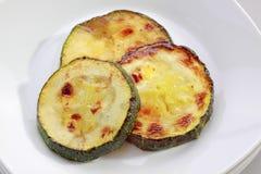 绿皮胡瓜油煎的片式 库存照片