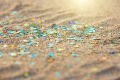 绿色、蓝色或者绿松石软性弄脏了Boke背景 亮晶晶的小东西和发光的银色颜色背景 明亮的背景 迷人 库存图片