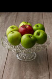 绿色和红色苹果 免版税库存照片