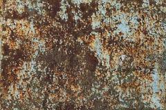 绿色和蓝色绘了与铁锈条纹的金属背景创造性、纹理和背景的 图库摄影