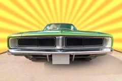 绿色和被镀铬的老六十辆品牌汽车 免版税库存照片